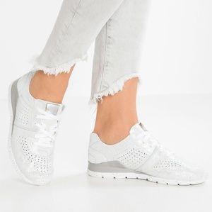 NIB UGG Tye Stardust Leather Silver Sneakers